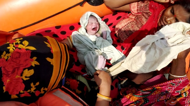 lady gave birth to child in fire brigade vehicle, ओडिशा: महिला ने अम्फान चक्रवात के दौरान फायर ब्रिगेड की गाड़ी में दिया बच्चे को जन्म