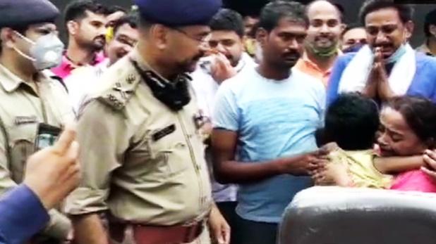 पुलिस, अलीगढ़: मासूम की हत्या के मामले में दो लोग गिरफ्तार, पांच पुलिस अधिकारी भी हुए सस्पेंड