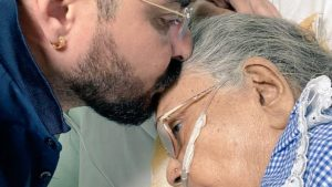 Hindustani Bhau mother died