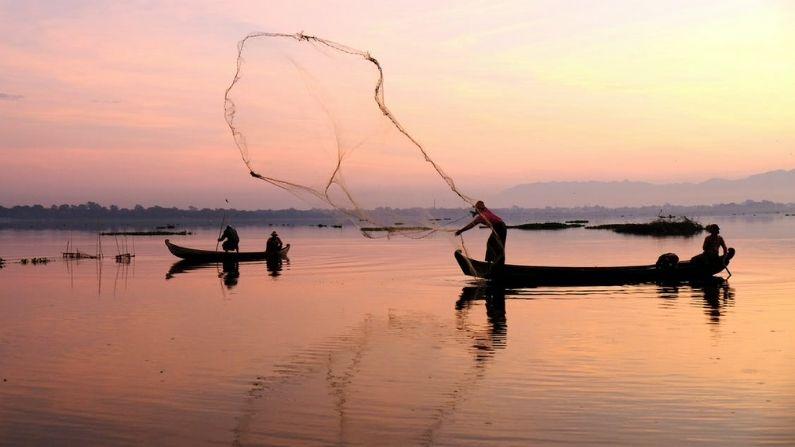 Pakistan arrests 17 Indian fishermen, says- We warned they did not listen