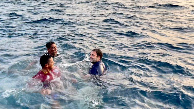 Rahul Gandhi In Sea 4