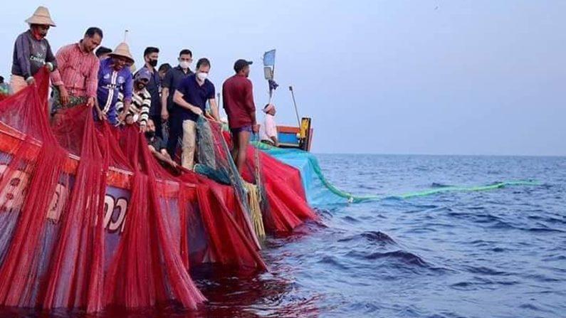 Rahul Gandhi In Sea 5