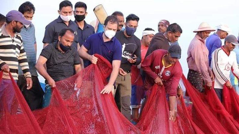 Rahul Gandhi In Sea 6