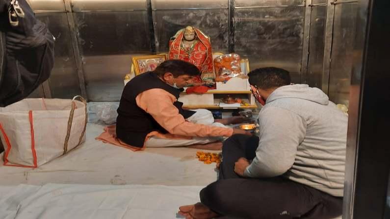 दिल्ली: डेढ़ महीने बाद चांदनी चौक में फिर बना हनुमान मंदिर, स्थानीय लोगों ने स्टील के अस्थायी ढांचे में रखी मूर्ति