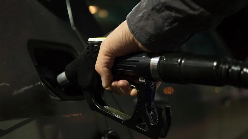 Petrol Diesel Rate Today: 100 रुपये पहुंचने के बाद भी बेलगाम पेट्रोल-डीजल के दाम, आज फिर हुई बढ़ोतरी