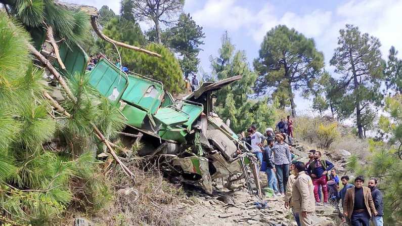 Chamba Bus Accident: चंबा बस हादसे में अब तक 9 की मौत - 9 जख्मी, प्रशासन ने  दी आर्थिक मदद |Himachal Pradesh Chamba Bus Accident 9 killed Immediate  relief of Rs 20000 each | TV9 Bharatvarsh