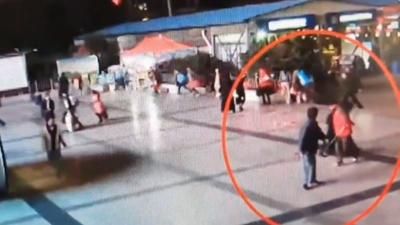 Militants in black clothing at the railway station indiscriminately stabbed with knife, 31 killed, 143 injured