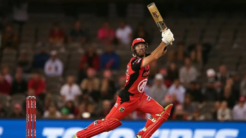 IPL 2021: विराट कोहली को मिला उनका 'लापता' खिलाड़ी, 8 साल बाद मैदान पर उतरा RCB का कोहिनूर | daniel christian playing in rcb after eight years mumbai indians vs royal challengers