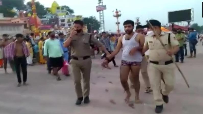 Haridwar: हर की पैड़ी पर हुक्का पार्टी करने के मामले में हरियाणा के 6 पर्यटकों पर केस दर्ज,  पुलिस का सख्त संदेश- ये बर्दाश्त नहीं होगा