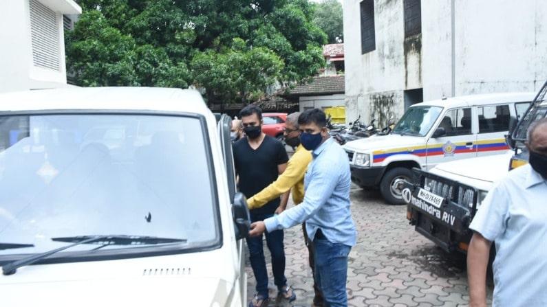 राज कुंद्रा की सबसे ताजा तस्वीरें, देखें दो दिन पुलिस की रिमांड में हो गया कैसा हाल